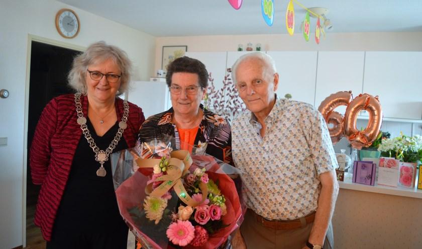 De burgemeester bij het echtpaar Van der Schee