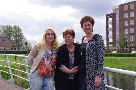 Marie Nowee en Yvonne de Groot met in het midden Magda van Beloois. Foto Astrid Potuijt