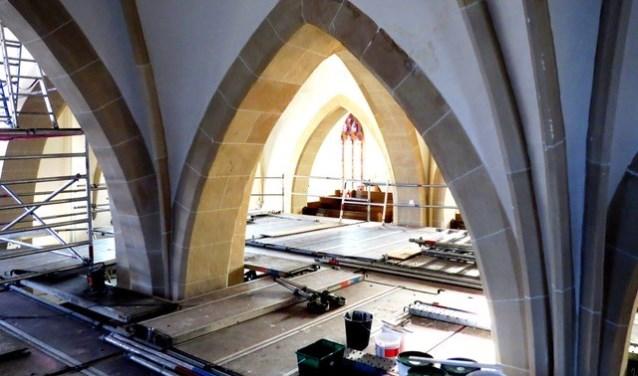 Hart van Rijssen - Restauratie interieur Schildkerk is in volle gang