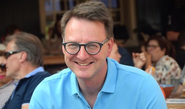 Claudio Bruggink op een terras in Almelo