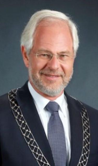 Burgemeester Theo Schouten