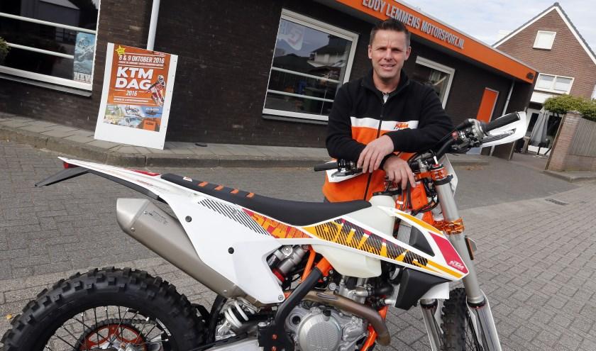 """Eddy Lemmens: """"Het hele fabrieksteam van KTM is aanwezig op de KTM-dagen aan de Landsard in Veldhoven."""""""