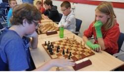 De onderlinge confrontatie. Rechts de latere winnaar Elmar Roothaan.