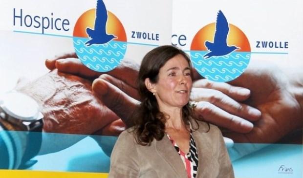 """Lydia Taen, bestuurslid van Hospice Zwolle: """"Na een eerste aanloop periode is Hospice Zwolle de laatste maanden geregeld volledig bezet. Het blijkt dat ons huiselijk alternatief voor mensen in de terminale fase in een behoefte voorziet, ons bestaansrecht is daarmee overduidelijk.""""  (Eigen foto"""