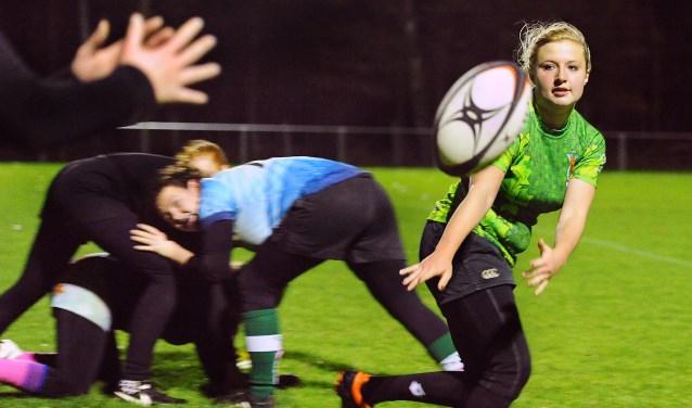 Moïse Remmelink speelster vrouwenrugbyteam de Wildpigs Doetinchem. (foto: Roel Kleinpenning)