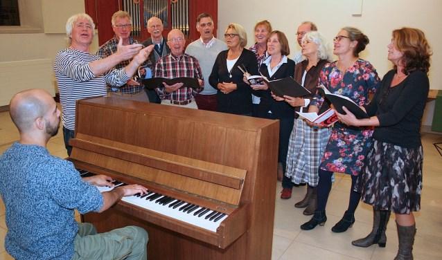 Zondag 11 december geeft EigenWijs voor het eerst sinds jaren weer een echt kerstconcert in Usselo. Het publiek mag meezingen met bekende kerstliederen.