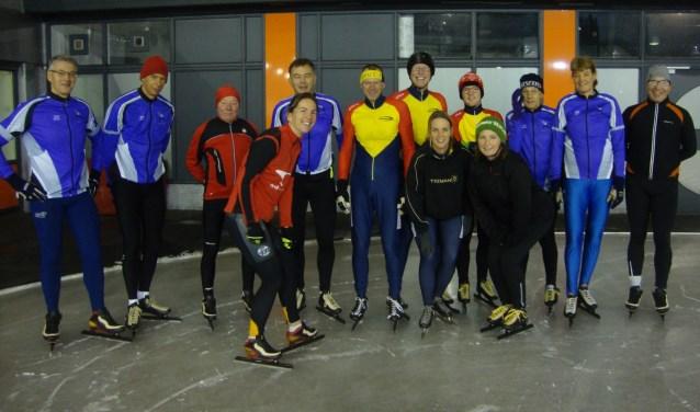 De vroege schaatsers van DVIJC en Maaslands IJsvermaak (Foto: Arie Verschoor).