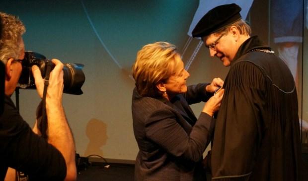 Rector Magnificus Ed Brinksma werd onderscheiden door Commissaris van de Koning Ank Bijleveld-Schouten.
