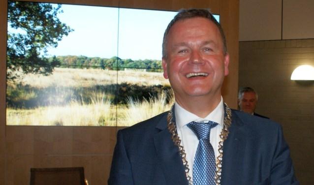 Mark van Stappershoef valk na zijn installatie als burgemeester van de gemeente Goirle