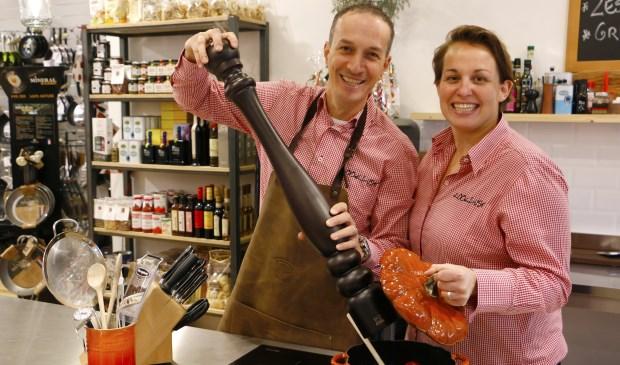 Heel bijzonder: in het kleine De Bilt zit een uitzonderlijke goede kookwinkel. En John en Kelly gaan naar Chicago!