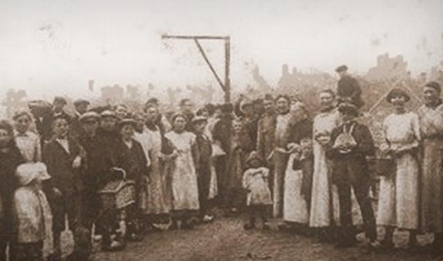 Bijgaande foto is genomen in de Eerste Wereldoorlog en toont de 'vischmarkt' van Glanerbrug