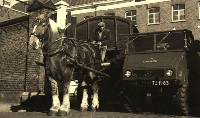 Pas in het begin van de zestiger jaren werd de paardentractie van Van Heek afgeschaft.