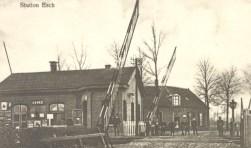 Gelukkig hebben we de foto's van het voormailige stationnetje in Esch nog, wie zorgt voor de bijbehorende verhalen?