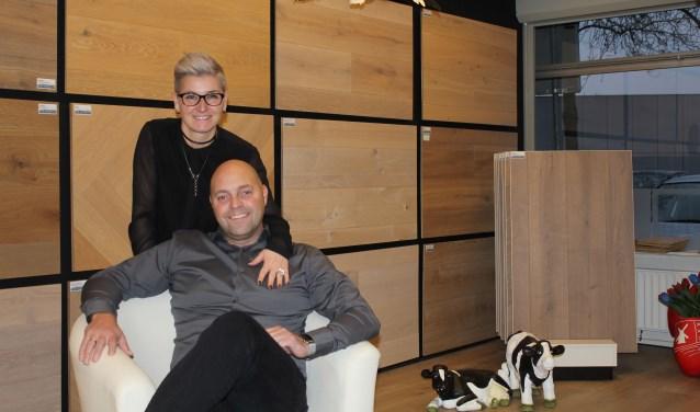 Martin Blom en echtgenote Wilma vieren hun jubileum met een nieuw logo en bijzondere aanbiedingen. FOTO: Lysette Verwegen