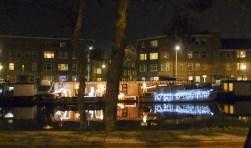 Kerstwoonboot Soestdijksekade. Bent u al begonnen met versieren? Foto: Dana LaMonda