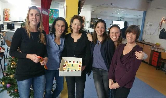 Het schoolteam kreeg taart.