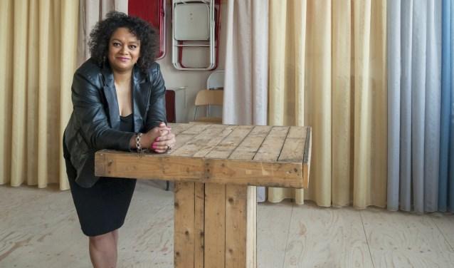 Lucinda Douglas, zij was o.a. genomineerd voor Etnische Zakenvrouw van het jaar.