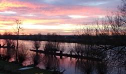 De foto is genomen vanaf de Waaldijk in Herwijnen. Foto: Adrie van Kuilenburg