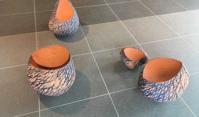 Beeldend unsternaar Arjen Bakermans laat in het *techniekHuys een breed spectrum van zijn keramisch werk zien.