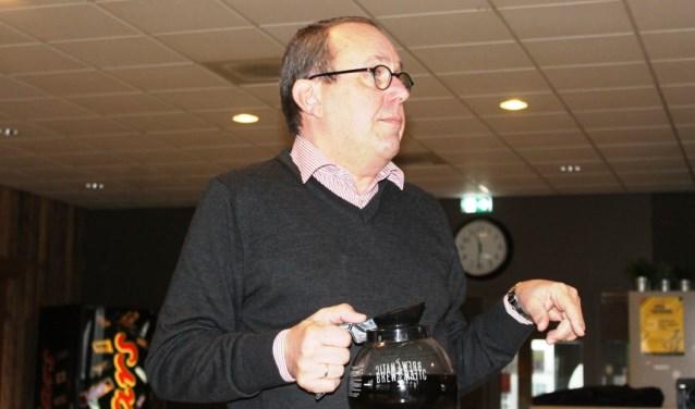 Johan van Dam wordt tijdens nieuwjaarsreceptie gehuldigd als erelid van SHO. (Foto: Bas van den Berg)