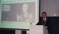 Burgemeester Geert van Rumund begon zijn nieuwjaarstoespraak met het memoreren van het overlijden van Ted Meines.