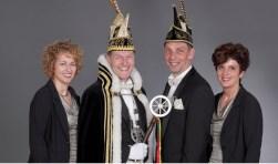 Op de foto staan van links naar rechts Prinses Eivor, Prins Alfons d'n urste, Adjudant Jan en Hofdame Monique. (Foto: Berry Poelen)