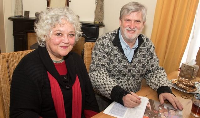 Laszlo Erhardt en zijn vrouw Tineke Scheers. Zijn Stichting Hongarije houdt zaterdag 4 maart een benefietconcert in Nieuwkuijk voor het werk op Cuba. (foto: Willem Feith)