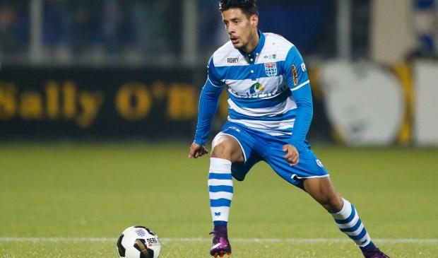 """Thanasis Karagounis: De blessure die ik tegen Groningen opliep betekende een stapje terug. Ik schrok, maar ik voelde ook dat het niet dezelfde pijn was. Achteraf was het een goede test, want ik weet nu dat mijn knie sterk genoeg is."""" (Foto: Henry Dijkman)"""