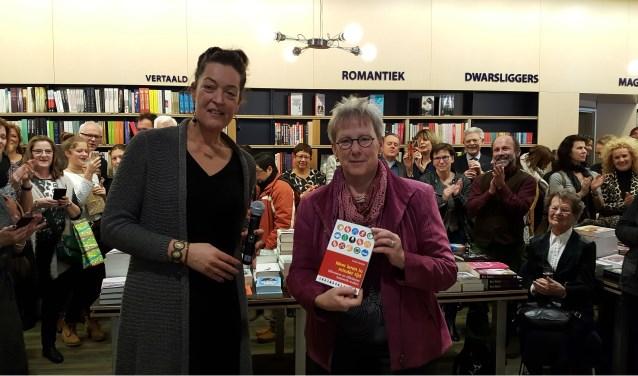 Ankie Remijn met onderwijswethouder Aletta Hekker.
