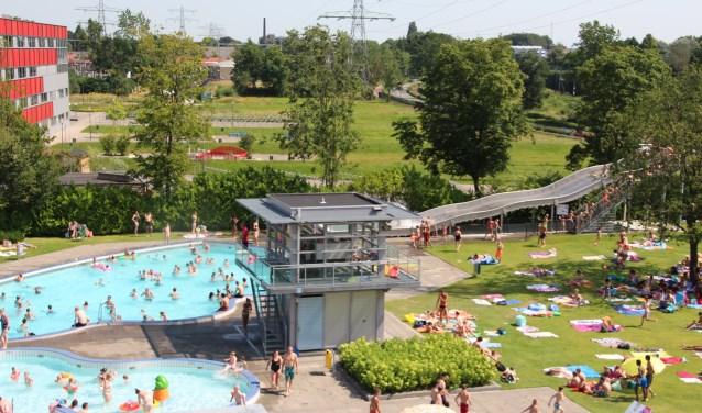 Recordaantal bezoekers zwembad de vallei in de rijnpost