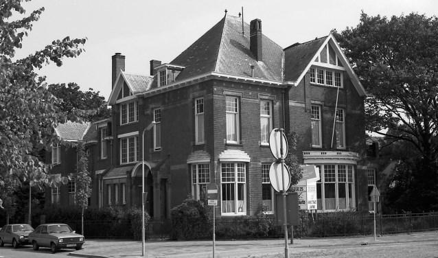 De voormalige stadsvilla aan het Julianaplein nummer 8. Datering: augustus 1990. Foto: Erfgoed 's-Hertogenbosch.