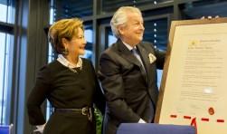 Tijdens een bijzondere bijeenkomst op het hoofdkantoor van Damen Shipyards werd Kommer Damen verrast.
