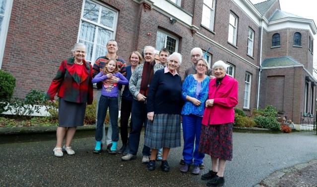 De vertrekkende én nieuwe bewoners samen. Foto: Bert Jansen