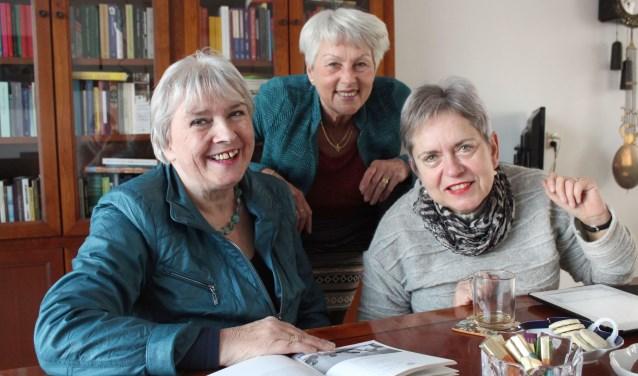 Willy de Cocq, Cobie Doesburg en Marie-José Manders zorgen er met drie collega-bestuursleden voor dat ZijActief ook na 70 jaar actief kan blijven. Foto: Lysette Verwegen