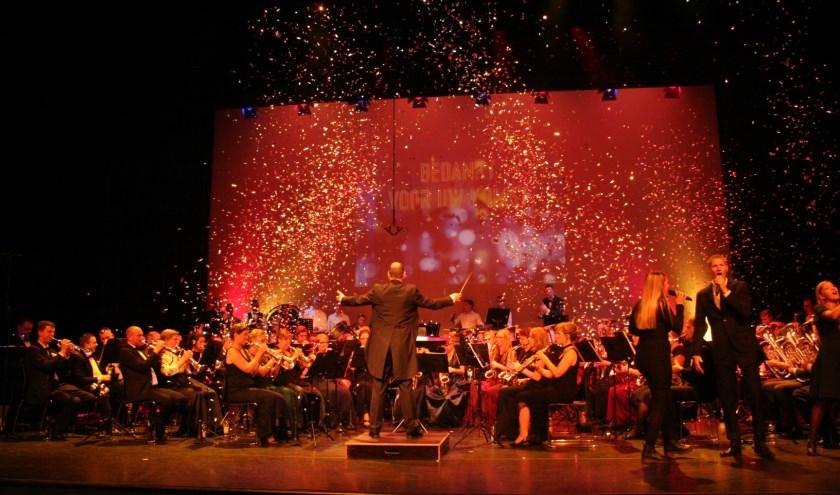 De orkestleden zagen er werkelijk schitterend uit. (Foto: Rinus Verweij)