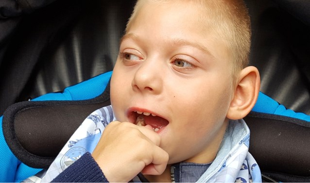 Een benefietavond moet een de ouders van de meervoudig gehandicapte Myron helpen aan een speciale rolstoelbus.