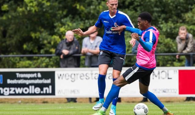 Sander van Looy tekende onlangs zijn contract bij PEC Zwolle. Hij wacht nog op zijn officiële debuut in de hoofdmacht. (foto:  Henry Dijkman)