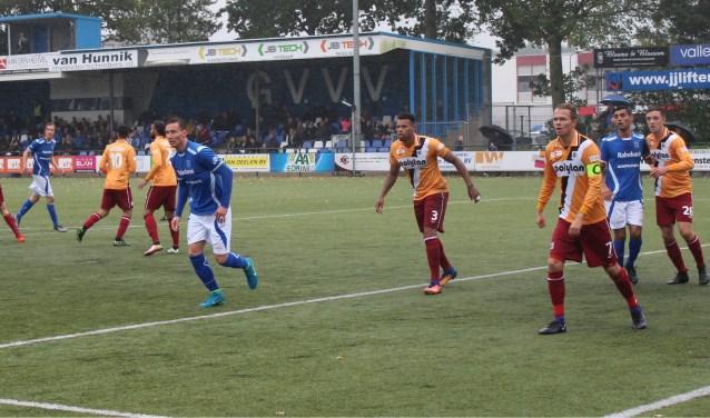 GVVV in de aanval op het doel van Achilles'29. De Groesbeekse ploeg werd met een 4-1 nederlaag terug naar huis gestuurd. (Foto: Henk Jansen)