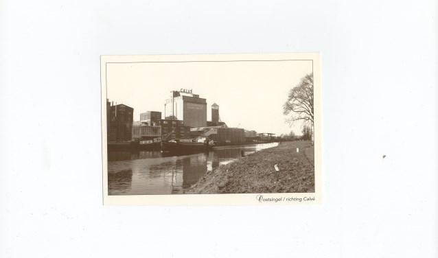 Het vroegere uitzicht op de fabriek van Calvé. Het gebouw is later afgebroken.