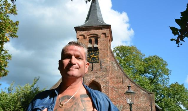 Gert-Jan van Beers stapte vier jaar geleden binnen bij Ink and Art Company om zijn ouders samen met de Hasseltse kapel op zijn borst te laten vereeuwigen.