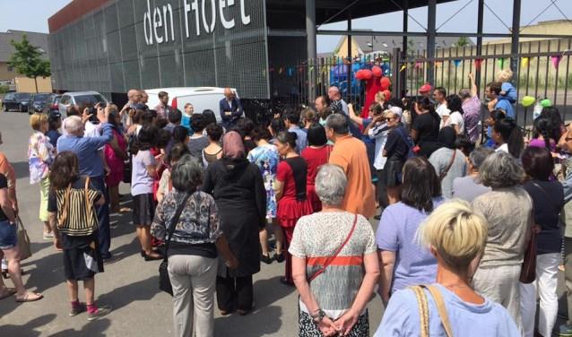Buurtbewoners verbinden elkaar bij de opening van Hart voor Leidsche Rijn op 21 juni 2017.