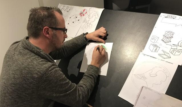 Edrick Hemme is gedurende het grootste gedeelte van de week docent in het (speciaal) basisonderwijs, maar een passie van hem is het tekenen van strips en andere illustraties. Inmiddels heeft hij zijn eigen bedrijf gestart en beginnen de klussen binnen te komen.