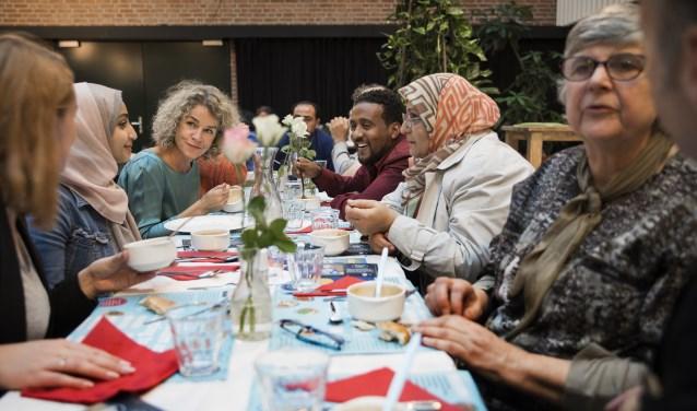 Sociaal buurtrestaurant Resto VanHarte Utrecht wil met het diner op dinsdag 7 november mantelzorgers een leuk avondje uit bieden.