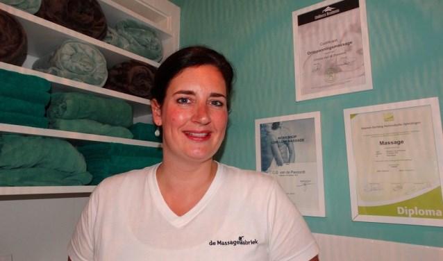 Christa van de Pavoordt: 'We zijn veel te druk met van alles en stoppen pas wanneer het te laat is.' (foto: Elisa Kuster)