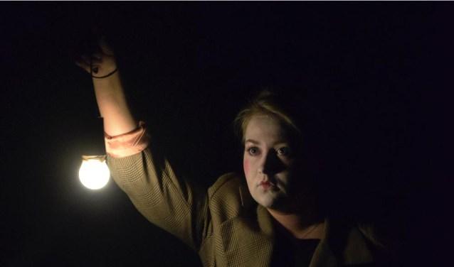 Het gezelschap Het Zuid Land brengt vrijdag 6 oktober nog twee keer de voorstelling'Het verlangen van de eenzaat'.  FOTO: LAURA LORMAN