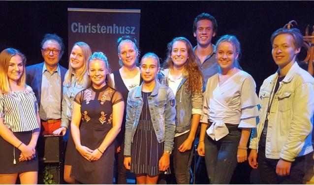 Geert Christenhusz, de naamgever van de theaterprijs, te midden van enkele kanshebbers.