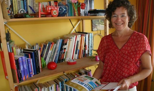De lesruimte, een kamer in Ellis Bijlmakers' huis, verraadt naast haar passie voor Spaans ook haar passie voor Costa Rica én voor lesgeven. (Foto: Karel van Koppen)