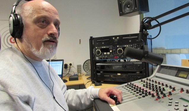 In de ochtenduren zit Christian Klems achter de knoppen bij welk programma dan ook. (Foto: Adriënne Nijssen)