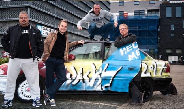 Innovadis had een bijzonder bedrijfsuitje bedacht: een rally door Enschede en omgeving. Een van de teams met de door hen gepimpte auto.