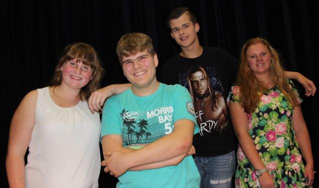 Marlies, Douwe, Leon en Astrid vinden het allemaal heerlijk om vooral te zingen en te acteren en doen dit in de bijzondere groep van Music AcademyGLOW. Foto: Wendy van Lijssel